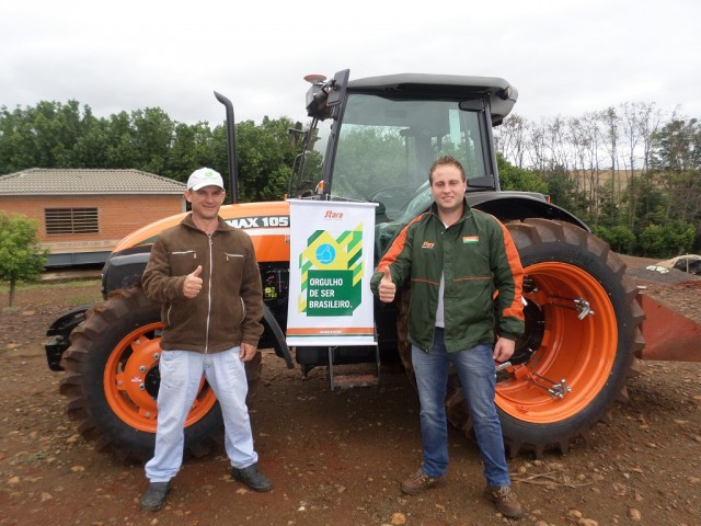 Dealer Agricenter delivers a tractor in Rodeio Bonito, RS