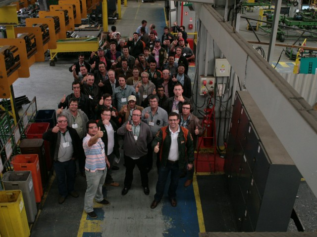 Visitation to the factory gathers clients of Brazil