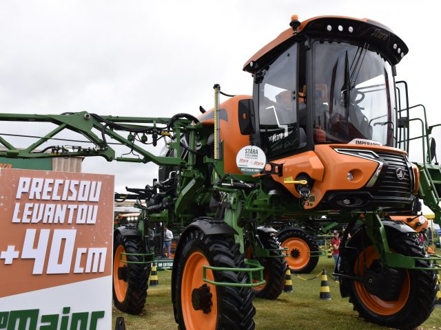 Stara presents the new sprayers line at Coopavel Rural Show